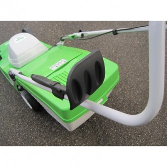 Dispozitiv pentru curatat masina de tuns gazon